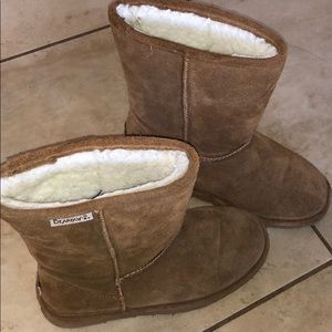 BARELY WORN UGG BOOT BEARPAWS PERFECT CONDITION